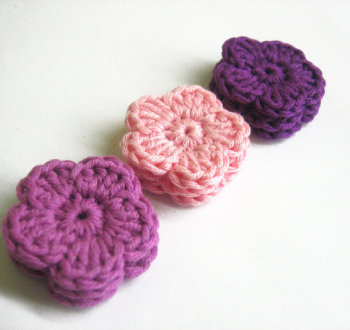 Crocheted flower appliques set of 9 cotton flowers 1,2 inches in pink and purple (A10074)