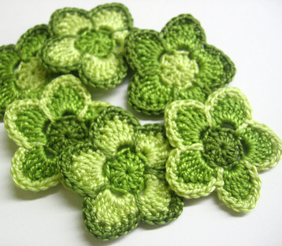 Crochet flower appliques in green, 1,6 inches, 6pc. (A10078)