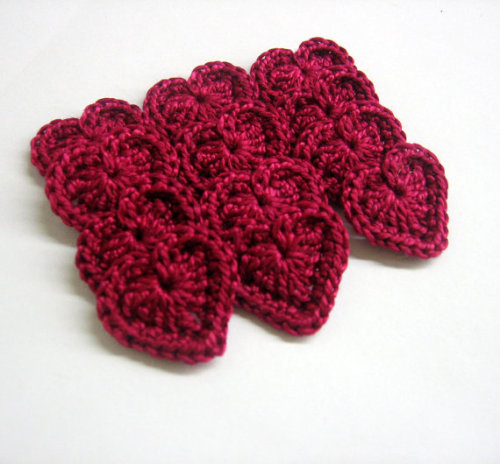 Heart appliques, 0.8 inches, maroon red, crocheted, 12pc. (A10081)