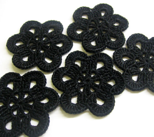 Crocheted flower appliques, large, black, 2,5 inches, 5pc. (A10090)