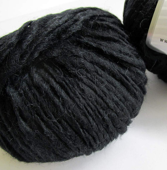 Black, chunky yarn, merino, alpaca and acrylic blend, Peru Alpaca Bulky, 1