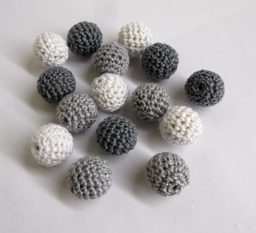 Crocheted beads 18mm handmade round, white, gray mix. 15pc. (B20065)