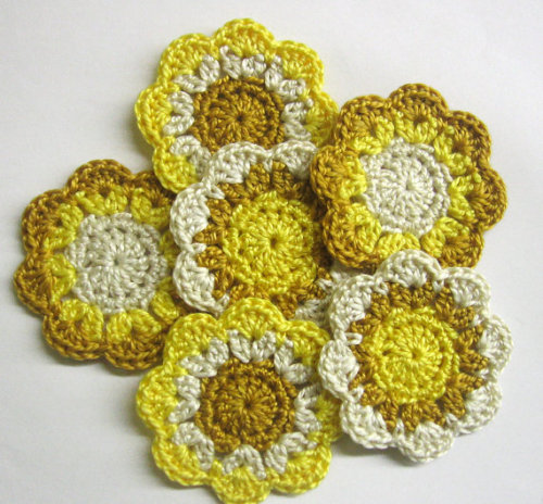 Flower motifs appliques in golden, ecru and yellow, 5cm, 6pc.