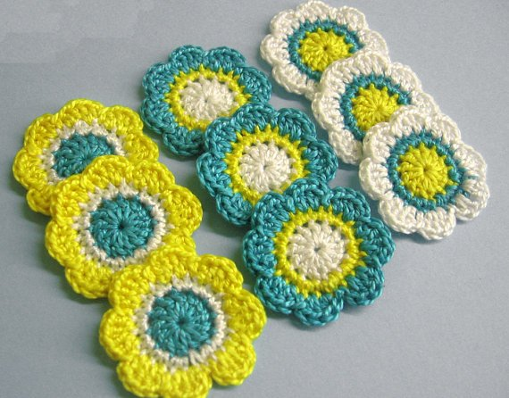 Flower appliques, yellow, emerald, white, 1,4 inches, 9pc. (A10094)