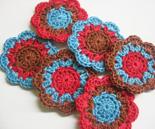 Handmade flower motifs appliques in red, blue, brown, 6pc. (A10095)