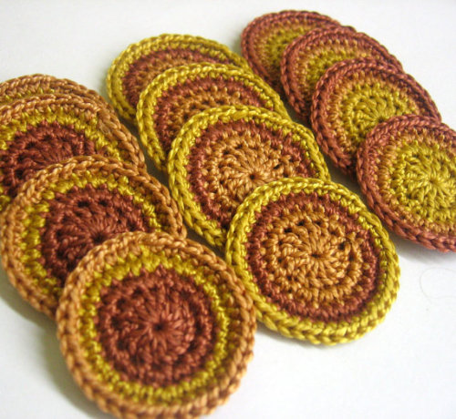 Circle appliques, 1,4 inches, brown mix., 12pc. (A10105)