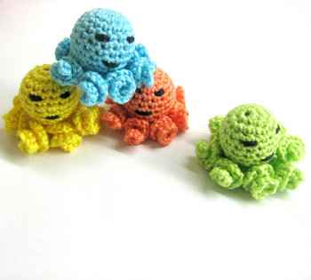Crocheted octopus beads - 20 mm handmade round balls cotton on wood, colorful mix