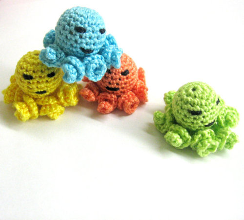 Crocheted octopus beads - 20 mm handmade round balls cotton on wood, colorf