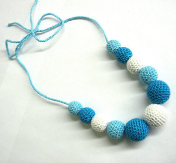 Nursing necklace - crochet wood beads in blue and white, 1 pc. (H80008)