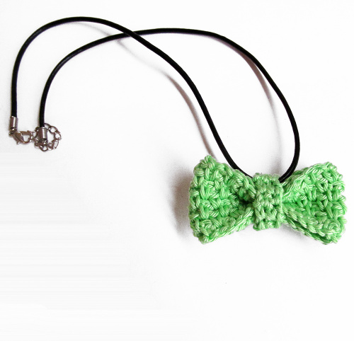 Light green bow tie necklace, 1 pc. (H80010)