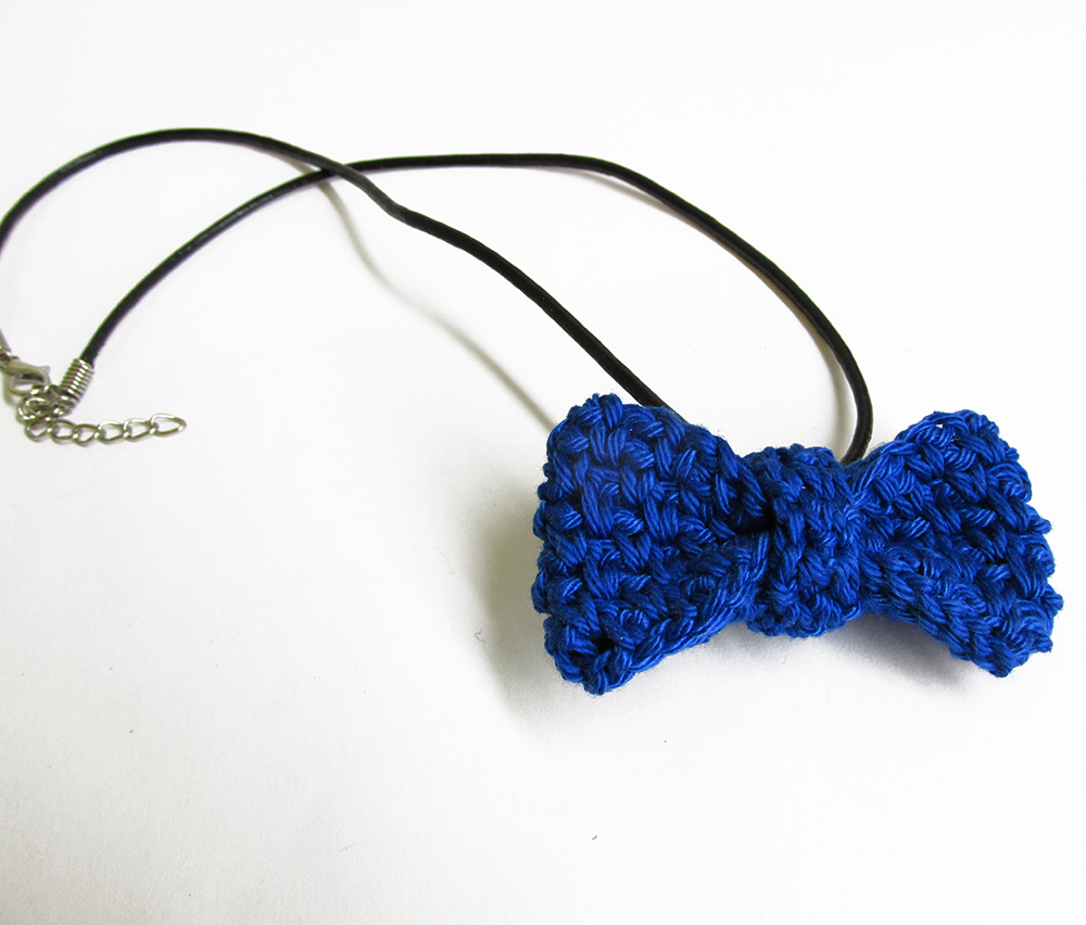 Royal blue bow tie necklace, 1 pc. (H80011)