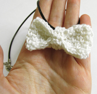 White bow tie necklace, 1 pc. (H80013)