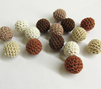 Mix of 16mm  brown and cream beads, 15 pc. (B20069)