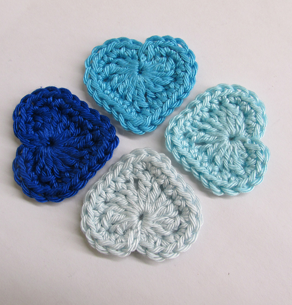 Crocheted hearts, 3cm wide, blue mix, 4 pc. (A10109)