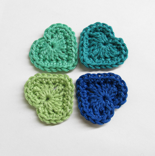 Crocheted hearts, 3cm wide, blue and green mix, 4 pc. (A10113)