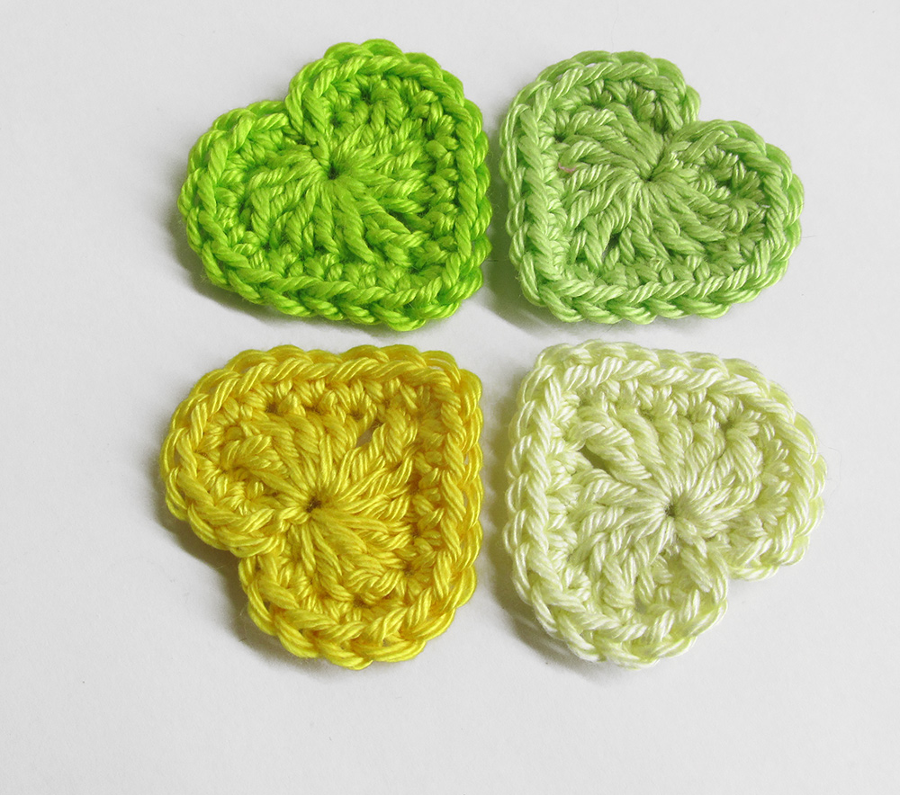 Crocheted hearts, 3cm wide, yellow and green mix, 4 pc. (A10114)