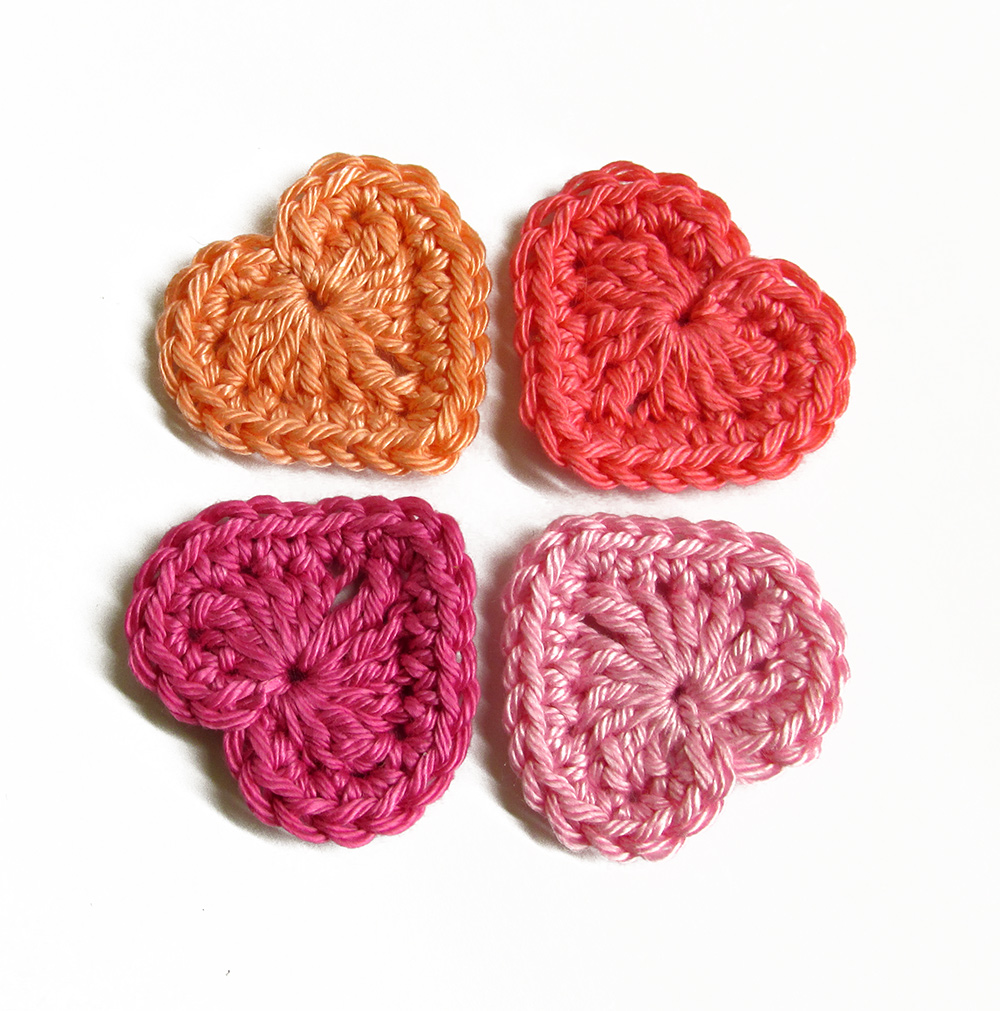 Crocheted hearts, 3cm wide, pink mix, 4 pc. (A10115)