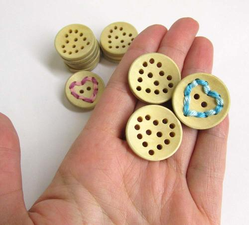 Wood buttons, round with holes, hearts, for scrapbooking, 10pc. (F60005)