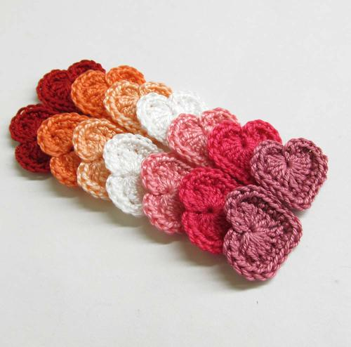 Crocheted hearts, small, white, pink, red mix, 14pc. (A10117)