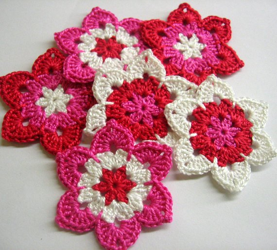 Flower appliques, white pink and red, 2 1/2 inches (6 cm), 6pc. (A10118)