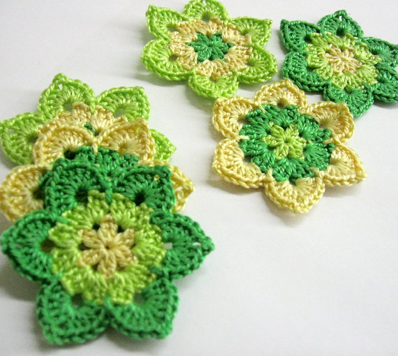 Flower appliques, green and yellow, 2 1/2 inches (6 cm), 6pc. (A10119)
