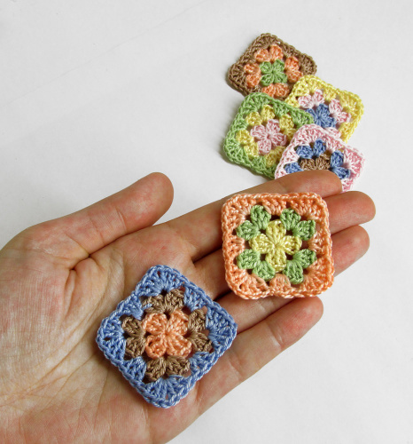 Crocheted granny squares, 1 1/2 inch, pastel mix, 6pc. (A10123)