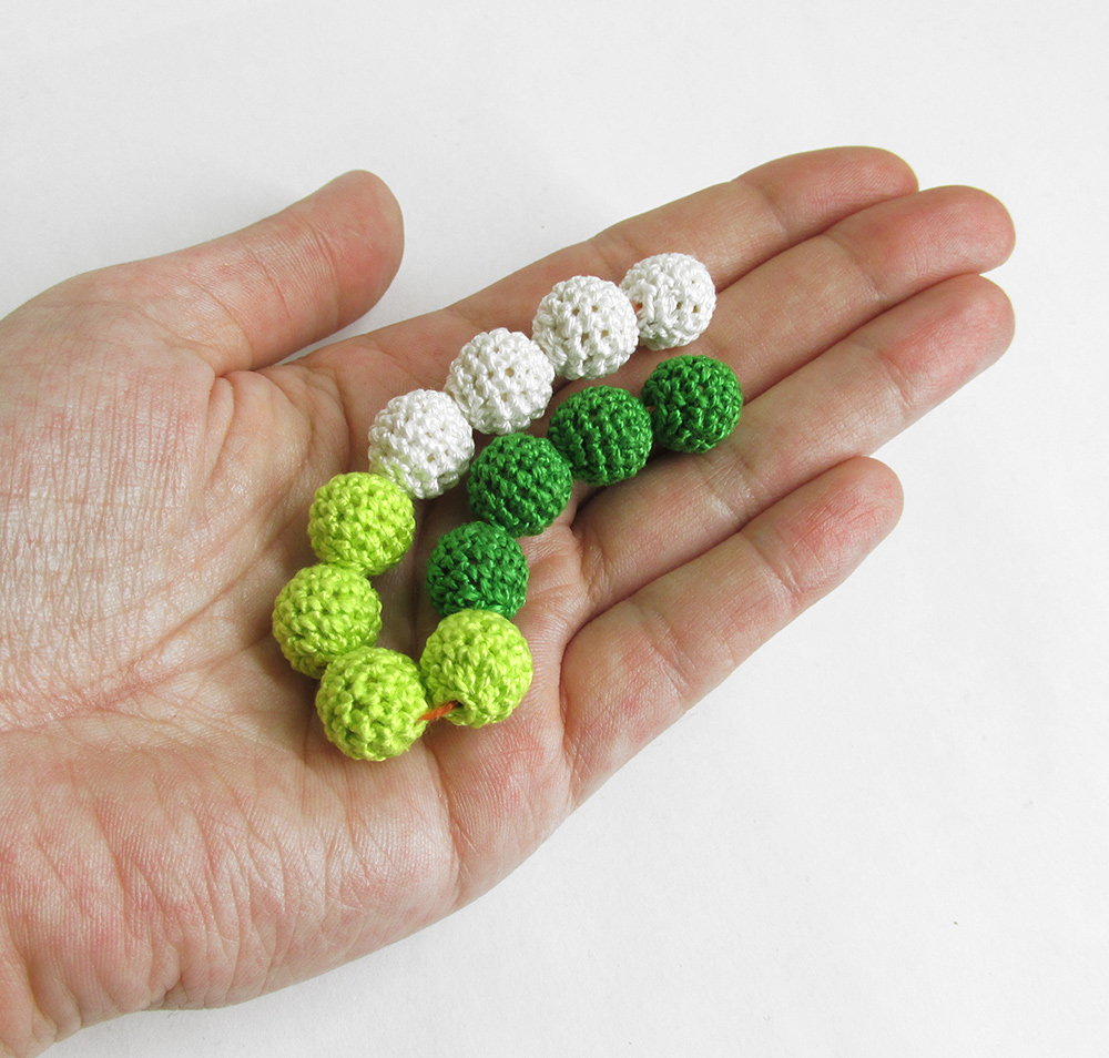 Crocheted beads, 12 mm, wood, green and white mix, 12pc. (B20071)