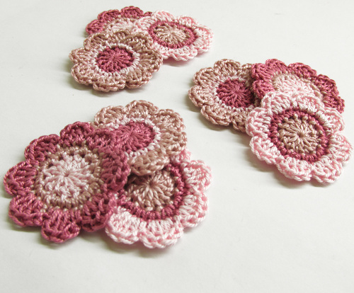 Handmade flower appliques in pink, 1,4 inches, 9pc. (A10131)