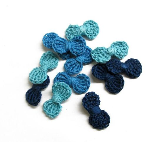 Crochet bow appliques, 12 pc., blue mix, 3,5 cm wide (A10145)