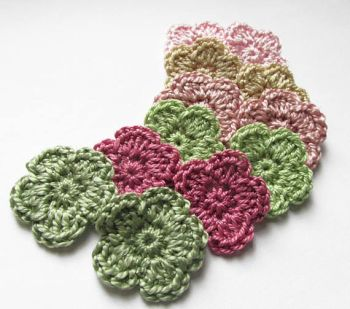 Crochet flower appliques 1 inch, green pink mix, 12pc. (A10152)