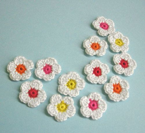 Crochet flower appliques 1 inch, white mix, 12pc. (A10153)