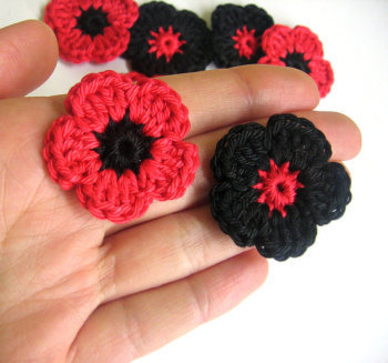 Crocheted poppies, 1,3 inches, set of 10