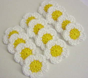 Tiny flower appliques, white daisies, 12 pc. (A10056)