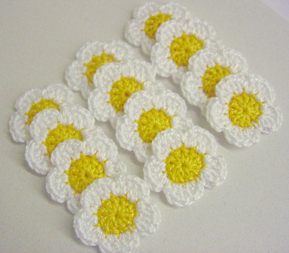 tiny flower appliques set of twelve white daisies