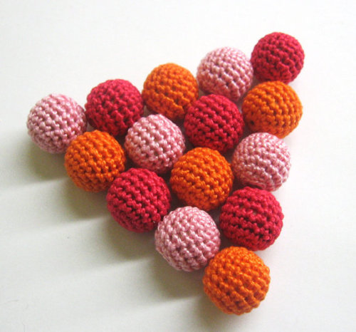 Crocheted beads 18mm handmade round set of 15 in pink red and orange