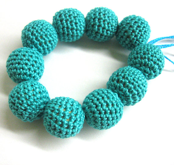 Crocheted beads 18 mm - 22 mm emerald green handmade round cotton on wood
