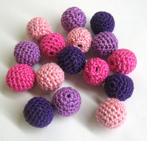 Mix of pink and purple beads, 16pc.