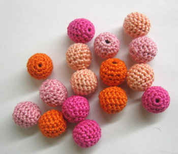 Crocheted beads, pink and orange mix, 16pc. (B20006)