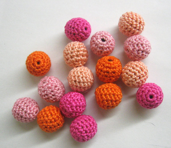 Crocheted beads, pink and orange mix, 16pc.