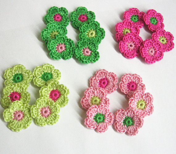 24 tiny crochet flower appliques 0.8 inches, pink and green mix