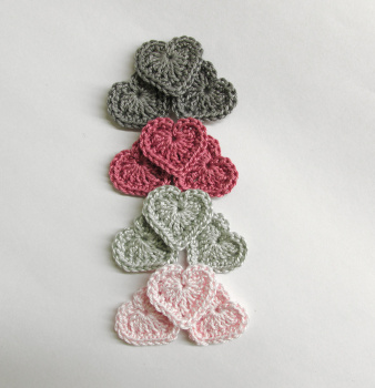 Crochet hearts 0.8 inches gray, pink tiny appliques, set of 12 (A10030)
