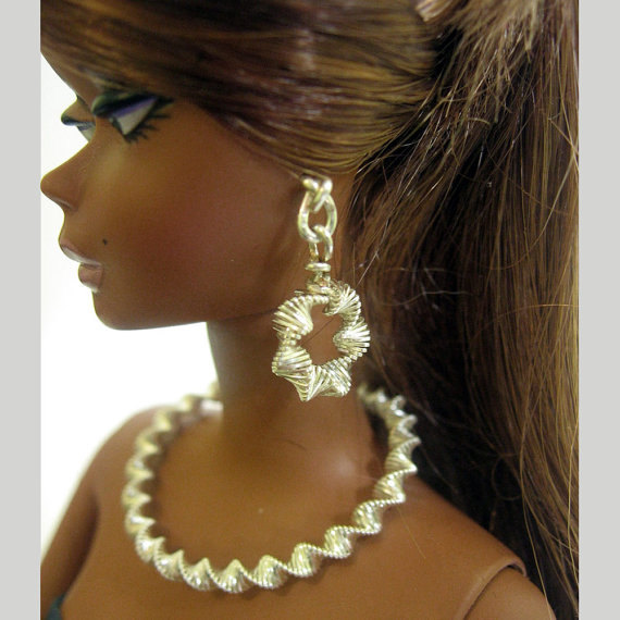 Fashion doll jewelry set, silver tone necklace and earrings