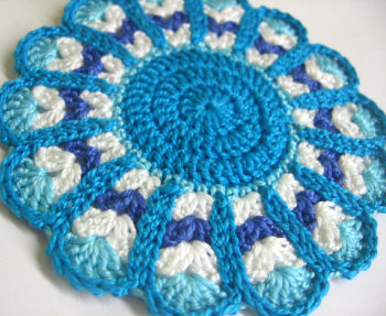 Crocheted flower motif in blue, turquoise, white, 4 inches, 1pc. (A10008)