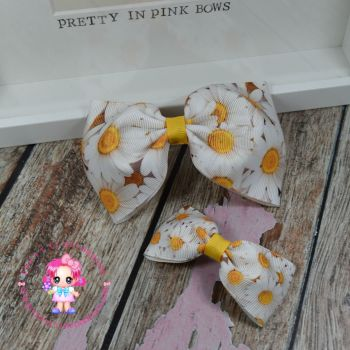 Pony Set - Daisies ~ On Croc Clips