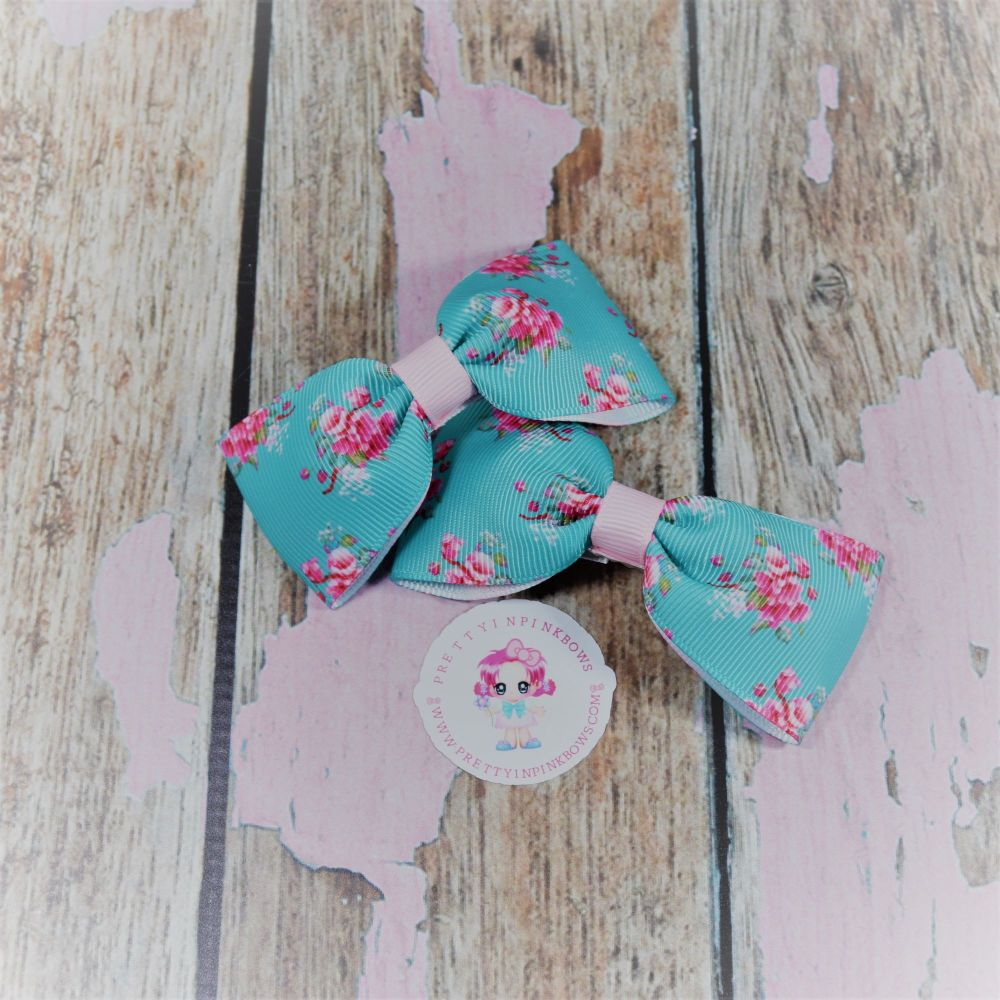 Minnie Bows ( Mint Floral ) on Crocs