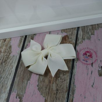 Double Loop Pinwheels - Antique White ~ On Croc Clip