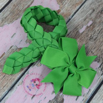 Medium Bun Wrap ~ Classic Green With Pinwheel Bow