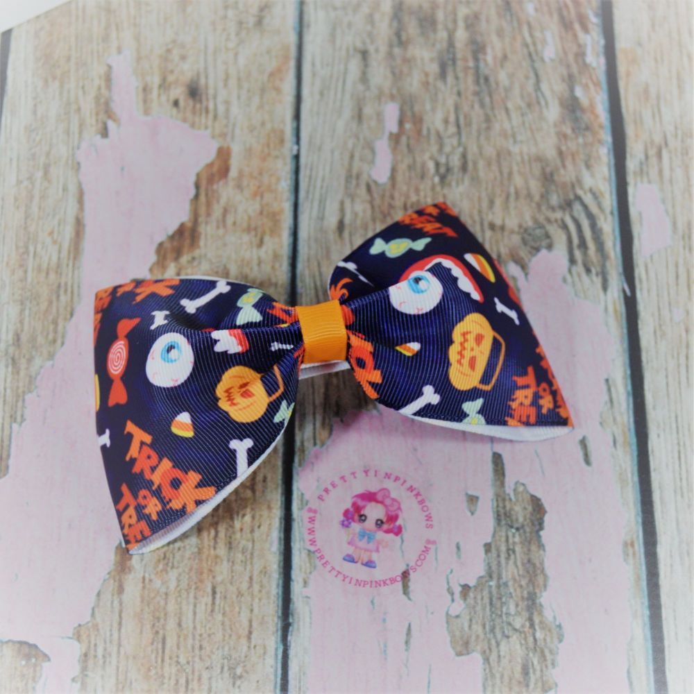 Large Minnie Bow Trick Or Treat On Croc Clip