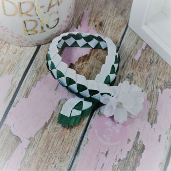 Medium Bun Wrap in Forrest Green and White ~ With Lace Flower