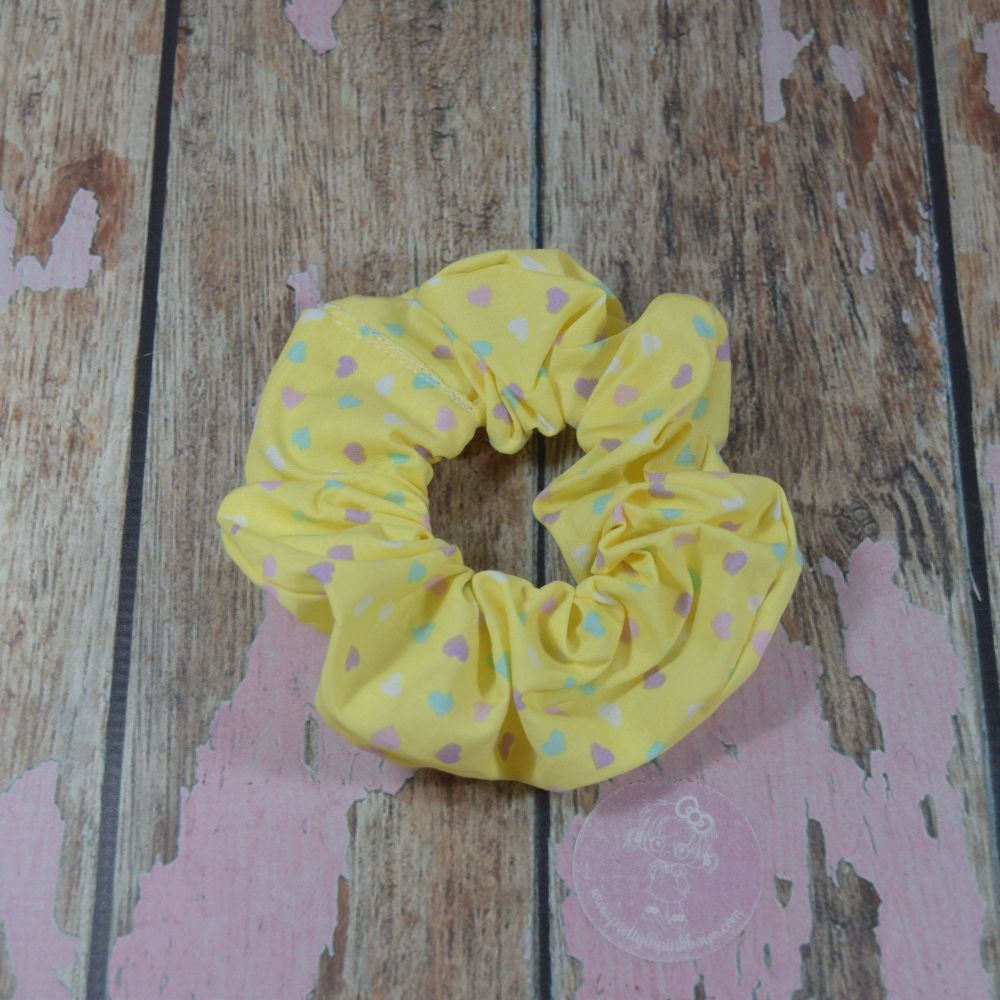 Scrunchie - Baby yellow with love hearts